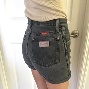 Vintage Women Wrangler super high rise jean shorts